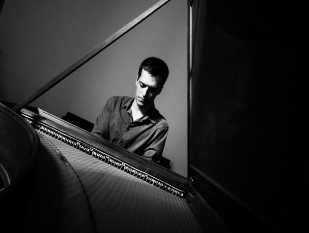duboczky-gergely-playing-the-piano